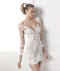 robe de mariée courte dentelle bustier sélection stylée CAPRICORNIO pronovias  / Carnet d'inspiration blog mariage Mademoiselle Cereza