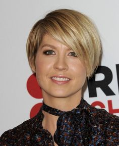 Short Hair Styles: Celebrity Short Style - Jenna Elfman
