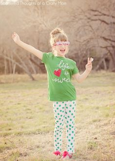 Scattered Thoughts of a Crafty Mom: DIY Polka Dot Leggings (with fabric paint)