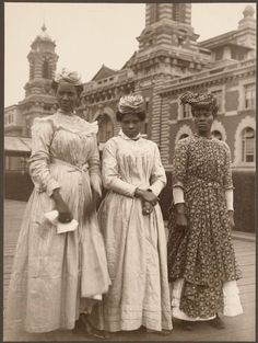 Three women from Guadeloupe outside the Ellis Island Immigration Station. Augustus Sherman ca. Ellis Island Photographs from the Collection of William Williams, Commissioner of Immigration,. Women In History, Black History, Belle Epoque, Isla Ellis, Ellis Island Immigrants, Vintage Black Glamour, Colorized Photos, African Diaspora, We Are The World