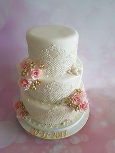 Wedding cake by Anneke van Dam - http://cakesdecor.com/cakes/295260-wedding-cake