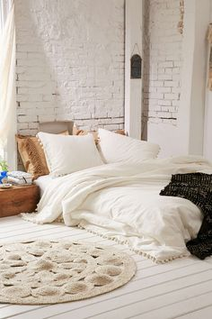 How Often Do You Update Your Bedding? (By the way, totally obsessed with this bohemian pom pom fringe bedroom set.) | bedroom decor | bedding decor | how to decorate the bedroom | glitterinc.com | @glitterinc