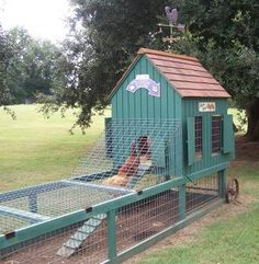 A portable coop! Love it. 6 Favorite Chicken Coops | Living the Country Life