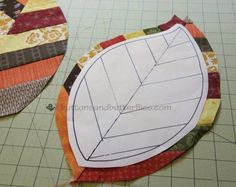 Quilted Leaf Potholders Are So Easy to Make! - Quilting Digest - - Quilted Leaf Potholders Are So Easy to Make! – Quilting Digest Quilts and Quilt Patterns Blatt Topflappen Muster Quilting Tutorials, Quilting Projects, Quilting Tips, Sewing Projects, Machine Quilting, Potholder Patterns, Quilt Patterns, Sewing Patterns, Applique Patterns