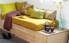 Byg selv sofabriksen // Daybed DIY via Boligliv - sublime decor Sofa Cama Individual, Built In Sofa, Diy Daybed, Deco Nature, Sleeping Loft, New Furniture, Sofa Bed, Crib Mattress, Home And Living