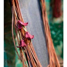 """Colar da Coleção """"Flora Brasileira"""", by Camaleoa, inspirada nas ilustrações da inglesa Margareth Mee da flora brasileira.  #biodesign #brazilnature #biojoias #modaverde #acessórios #ecofashion #ecomoda #modasustentável #brazilianjewelry #igaramodaarte"""