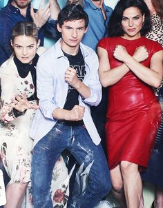 The Swan-Mills Family as super heroes [x]