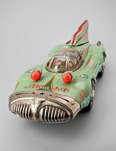 YONESAWA, Atom Jet racerbil, Japan, S) ( retro to car / space age / vintage space car / retro futurism / retro future ) - Would love this sitting on my book case. Vintage Space, Vintage Tins, Vintage Design, Retro Vintage, Metal Toys, Tin Toys, Vintage Robots, Retro Robot, Space Toys