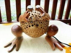 DIY: FROG LIGHTING LAMP- Frogs singing at night is often split silent night, this time the unique creations that come from Woodcraftman for a Unique DIY Lighting Lamp Frog, Frog beautiful electric lamp is fully using coconut shell materials are combined with wood. Unique DIY Lighting Lamp Frog is perfect if you place it in the kitchen, bedroom or other favorite places in your home.
