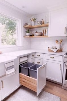 Having a large kitchen complete with utensils is everyone's dream. A great kitchen gives more than enough space for you to cook and put all your cooking utensils. However, not everyone has a large kitchen in their house. Many modern houses or apartments are equipped with a fairly small kitchen.