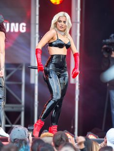 Bebe Rexha Photos Photos: Bebe Rexha at 'Jimmy Kimmel Live' Bebe Rexha, Fetish Fashion, Latex Fashion, Fashion Wear, Pvc Leggings, Leggings Are Not Pants, Star Wars, Latex Dress, Glamour
