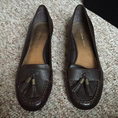 Etienne Aigner brown leather loafers {•} Gorgeous brown loafers. Irene style Etienne Aigner Shoes Flats & Loafers