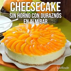 Try this delicious ovenless cheesecake decorated with rich slices of peaches in syrup. An easy and unique dessert that you will love. No Bake Desserts, Delicious Desserts, Dessert Recipes, Yummy Food, Tasty, Mexican Food Recipes, Sweet Recipes, Cheesecake Recipes, Food Videos