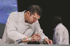 """Os presentamos a Pablo Cadena, uno de los principales cocineros de pintxos de Pamplona Participó en el Campeonato de Euskal Herria de Pintxos  con el establecimiento que dirige, El Embrujo, en la calle Padre Calatayud, 16 de la capital navarra (T. 948 233401)  Presentó el pintxo """"Coral de vieira envuelto en chipirón caramelizado"""" Cómprate un libro de campeonato con todas las recetas y fotos: http://www.campeonatodepintxos.com/tienda/ #Hondarribia #Pintxos #Pinchos #Tapas @euskadipintxos"""