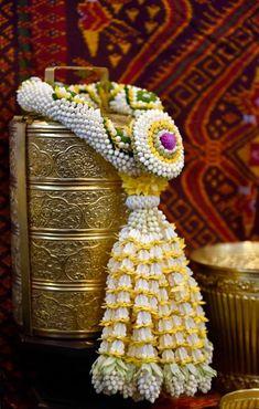 Floral Garland, Flower Garlands, Flower Decorations, Wedding Decorations, Church Flower Arrangements, Floral Arrangements, Contemporary Wedding Decor, Thai Style, Garland Wedding