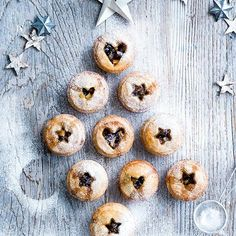 Try one of our 44 best Christmas baking recipes - from Christmas cookies to classic mince pies. Try our easy Christmas treats and Christmas baking ideas Xmas Food, Christmas Cooking, Christmas Desserts, Christmas Treats, Christmas Mince Pies, Christmas Foods, Christmas Pudding, Christmas Tree Design, Noel Christmas