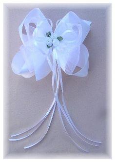 wedding hair bow idea for my sisters wedding.