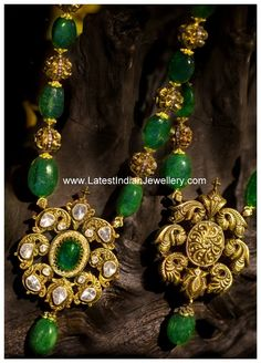 Emerald Beads Necklace with Reversible Antique Pendant - Latest Indian Jewellery Designs Gold Jewellery Design, Bead Jewellery, Pendant Jewelry, Beaded Jewelry, Jewelery, Temple Jewellery, Silver Jewellery, Gold Pendant, Pearl Necklace Designs
