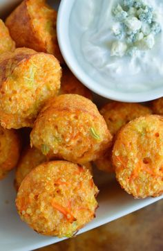 Quinoa Buffalo Bites have all the flavor of buffalo wings but are low fat and low calorie. This gluten free appetizer recipe is perfect for game day or parties! Baked quinoa bites with blue cheese Greek yogurt dipping sauce. 1 WW Point Per Bite! Gluten Free Appetizers, Appetizer Recipes, Party Appetizers, Vegetarian Appetizers, How To Eat Quinoa, Fingers Food, Healthy Snacks, Healthy Recipes, Healthy Grains