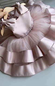 Kids Dress Wear, Kids Gown, Dresses Kids Girl, African Dresses For Kids, Baby Girl Party Dresses, Kids Outfits, 1st Birthday Girl Dress, Girls Frock Design, Kids Frocks Design