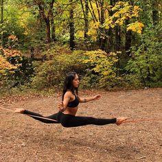 The results of #SlackrobatsChallenge were published today! Check @slackrobats page to find them! .  .  .  .  .  .  #slackline #slacklife #slackgirl #yogaslackers #yogachallenge #slackrobats #splits #stretch #hanumanasana #slackasanas  #slacklineindustries #balancecommunity #balance #equilibrium #cuerdafloja #fall #otoño #ashland #oregon
