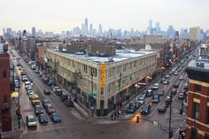 Flat Iron Arts Building in Bucktown, Chicago