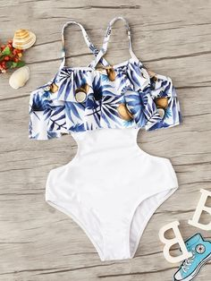 To find out about the Girls Random Tropical Cutout Side Flounce Monokini at SHEIN, part of our latest Girls Swimwear ready to shop online today! Bathing Suits For Teens, Summer Bathing Suits, Swimsuits For Teens, Cute Bathing Suits, Women Swimsuits, Monokini, Cute Summer Outfits, Cute Outfits, Mode Du Bikini