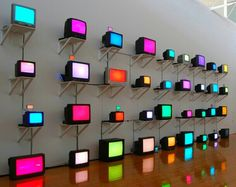 Modern art faces the challenge of invoking feelings in an unfocused world. Unfocused World by Takehito Koganezawa Nam June Paik, Modern Art, Contemporary Art, Tv Installation, Displays, Interactive Art, Art Moderne, Neon Lighting, Light Art