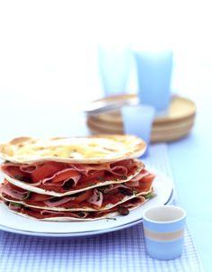 Tortilla-Turm mit Tomaten und gekochtem Schinken | Kalorien: 548 Kcal - Zeit: 40 Min. | http://eatsmarter.de/rezepte/tortilla-turm