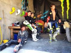 How about that, Guy Martin & Valentino Rossi riding whatever bike whenever… Motogp Valentino Rossi, Valentino Rossi 46, Grand Prix, Guy Martin, Vr46, Racing Motorcycles, Isle Of Man, Ducati, Cool Photos
