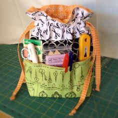 Lined Drawstring Bag - Sew Sweetness: Purse Palooza Drawstring Bag Pattern, Drawstring Bags, Drawstring Bag Tutorials, Sewing Tutorials, Sewing Projects, Sewing Crafts, Bingo Bag, Ipad Bag, Craft Bags