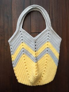 Best 12 Ravelry: Solid Granny Square Bottom Bag Crochet Tutorial pattern by – SkillOfKing. Crochet Beach Bags, Crochet Market Bag, Crochet Tote, Crochet Purses, Cute Crochet, Crochet Stitches, Crochet Patterns, Granny Square Bag, Crochet Shoulder Bags