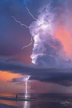 Lightning strike in Marco Island, Florida. Photography by Lightning Photography, Nature Photography, Scenic Photography, Photography Classes, Beach Photography, Photography Tips, Landscape Photography, Portrait Photography, Wedding Photography