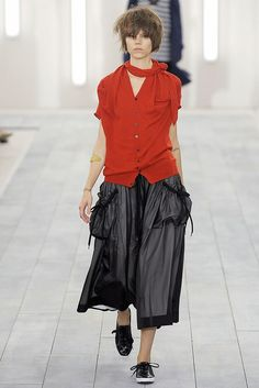 See the complete Y-3 Spring 2009 Ready-to-Wear collection.  pockets