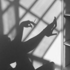 Photography femme fatale shadows 48 ideas for 2019 Gray Aesthetic, Black And White Aesthetic, I Phone 7 Wallpaper, Monster Prom, Shadow Pictures, Shadow Pics, Shadow Photography, Edgy Photography, Aesthetic Pictures