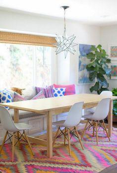 geometric_kilim_rug_eames_chairs_modern_eclectic_interiors_via_designloversblog