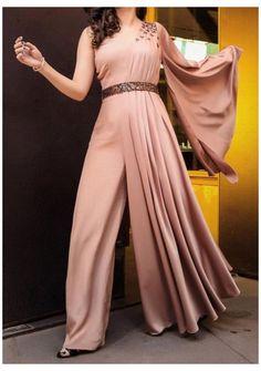 Party Wear Indian Dresses, Designer Party Wear Dresses, Indian Gowns Dresses, Dress Indian Style, Indian Fashion Dresses, Indian Designer Outfits, Indian Outfits Modern, Indian Dresses For Women, Hijab Dress Party