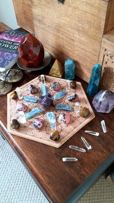 Learn how to combine crystals with sacred geometry to manifest, heal and attract good vibes in Crystal Grids Power. Crystal Magic, Crystal Grid, Crystal Healing, Gem Stones, Stones And Crystals, Wiccan, Witchcraft, Displaying Crystals, How To Make Crystals