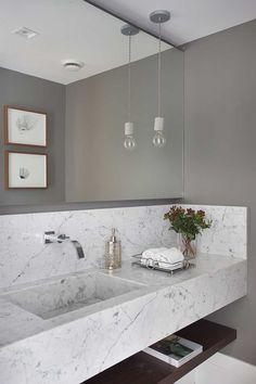 Decoração de apartamento funcional para família. Banheiro, lavabo, parede cinza, pendente, plantas e quadro. #decoracao #decor #details #casadevalentina