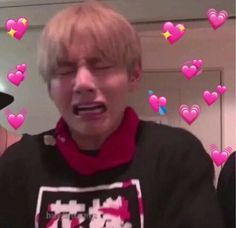 Jungkook is tired of being told what to do by Taehyung, he is sick of him being the one to do the favours. If Taehyung wants them to stay together. Taehyung, Namjoon, Foto Bts, K Pop, Memes Chinos, Bts Meme Faces, Heart Meme, Cute Love Memes, Bts Reactions