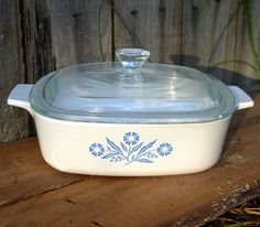 Cornflower Pyrex corningware, I need to get the ones I'm missing. Love vintage dishes