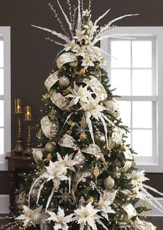 Amazing Decorated Christmas Tree http://picturingimages.com/amazing-decorated-christmas-tree-35/