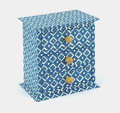 Petite commode à tiroirs gainés en papier Dominoté par Flavio Aquilina.