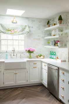 The walls are clad with marble subway tiles, there are white cabinets and floating shelves for comfortable and airy storage Cottage Kitchens, Home Kitchens, Dream Kitchens, Fancy Kitchens, Layout Design, Kitchen Dining, Kitchen Decor, Kitchen Ideas, Floors Kitchen