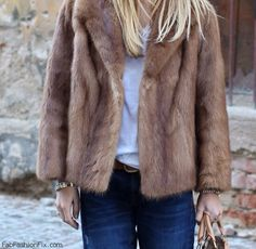Wearing vintage mink fur and boyfriend jeans. Fur Vest Outfits, Fur Coat Outfit, Outfits Otoño, Cool Outfits, Casual Outfits, Stylish Winter Coats, Winter Fashion Casual, Fur Jacket, How To Wear