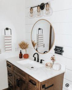 Fall Apartment Decor, Fall Home Decor, Autumn Home, Apartment Bathroom Decorating, Interior Exterior, Bathroom Interior Design, Home Interior, Bathroom Inspiration, Home Decor Inspiration