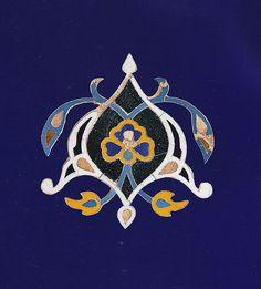 Detail of a tile mosaic in the Darb-i Imam Mausoleum in Isfahan, Iran Persian Pattern, Persian Motifs, Islamic Art Pattern, Pattern Art, Persian Architecture, Islamic Tiles, Islamic Paintings, Iranian Art, Turkish Art