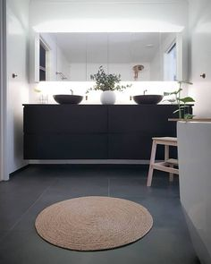 38 Most Popular Bathroom Design Ideas That Will Trend in 2019 Bathroom Grey, Bathroom Design Small, Bathroom Interior Design, Bathroom Inspiration, Interior Inspiration, Funky House, Vibeke Design, Small Laundry Rooms, Decoration