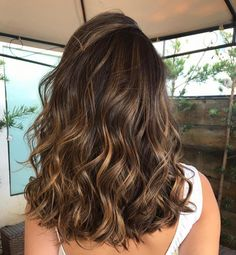51 Gorgeous Hair Color Worth To Try This Season - Fabmood Brown Hair Balayage, Brown Blonde Hair, Hair Highlights, Caramel Balayage Brunette, Light Brown Highlights, Color Highlights, Ombre Hair, Medium Hair Styles, Curly Hair Styles