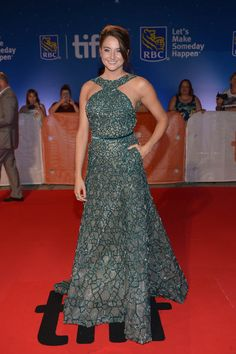 Shailene Woodley promotes 'Snowden' at TIFF 2016 in a green Elie Saab|Lainey Gossip Lifestyle